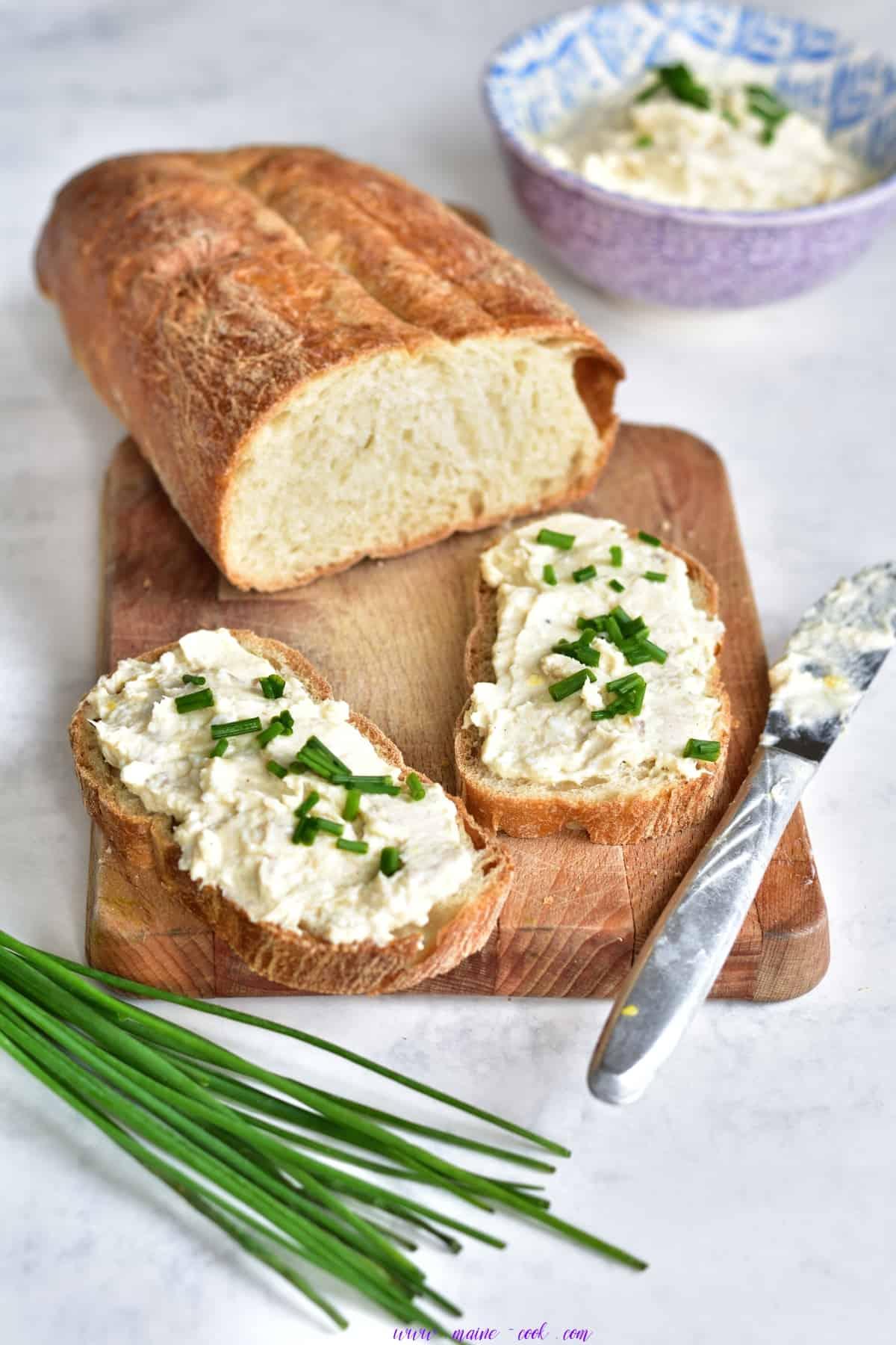 Pasta z wędzonego pstrąga, jajek i białego sera Smoked trout, egg and white cheese spread