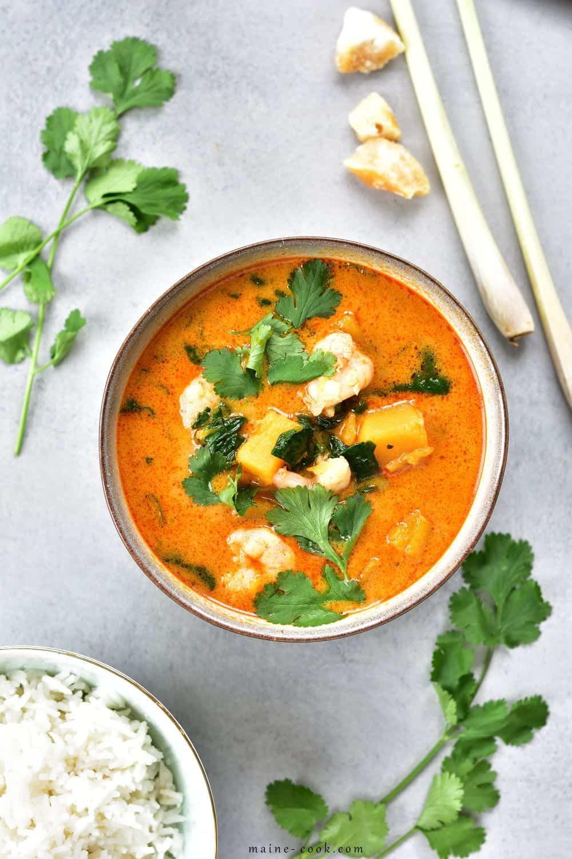 Tajskie czerwone curry z krewetkami, dynią i szpinakiem Thai shrimp, pumpkin and spinach red curry