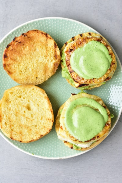 buns with avocado, halloumi, pineapple and coriander and lime sauce