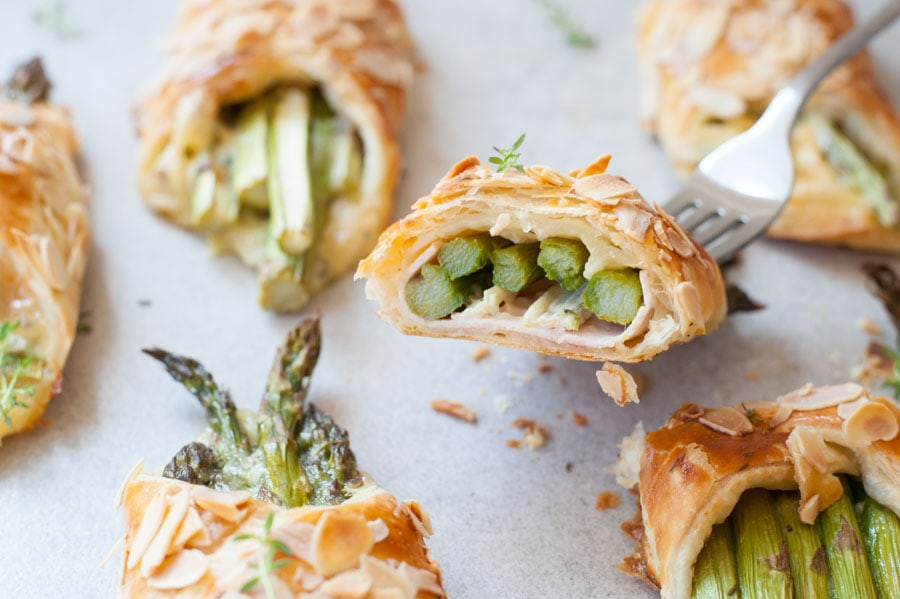 asparagus in puff pastry with ham and cheese cut in half