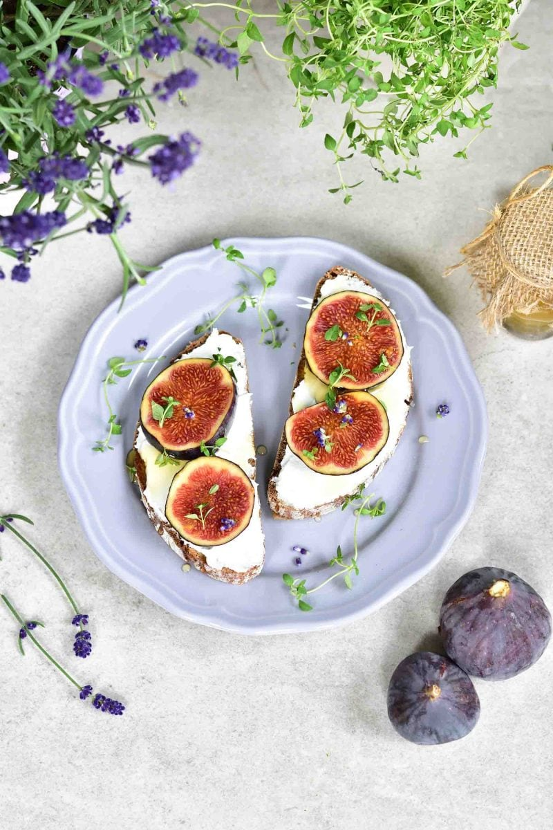 fig and goat cheese toast