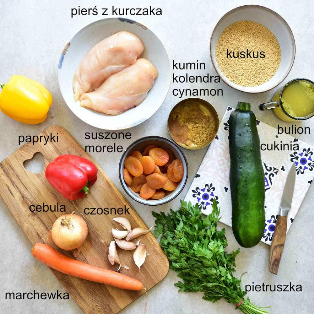 wszystkie składniki na danie kurczak po marokańsku z morelami i warzywami