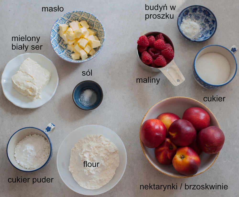 składniki potrzebne do przygotowania tarty z nektarynkami i malinami