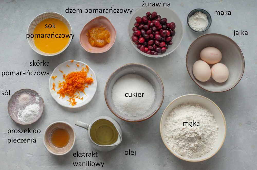 Składniki potrzebne do przygotowania babki pomarańczowej z żurawiną.