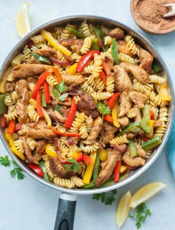 Chicken fajita pasta in a frying pan.