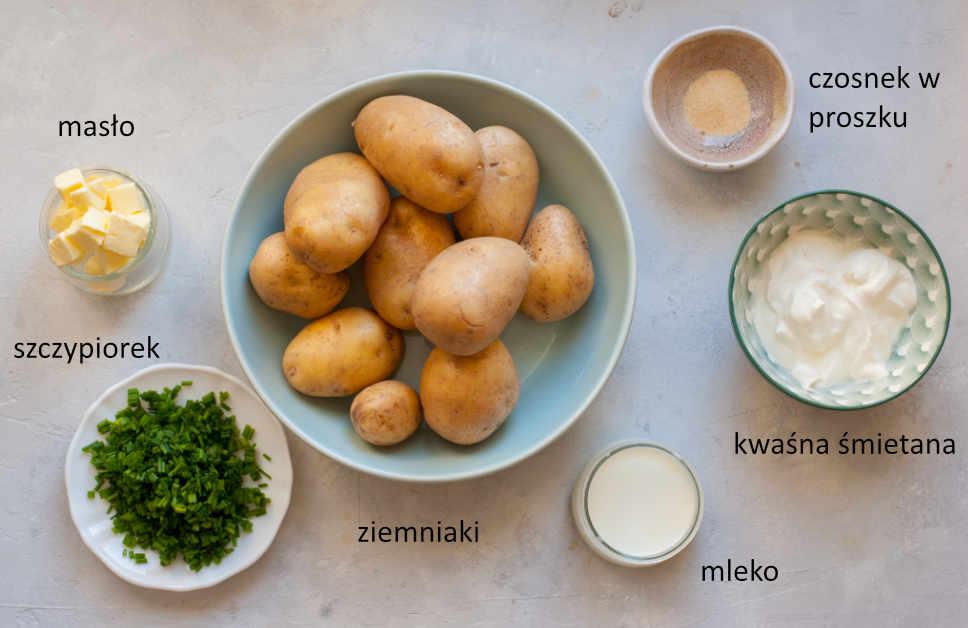 Składniki potrzebne do przygotowania puree z ziemniaków ze śmietaną i szczypiorkiem.