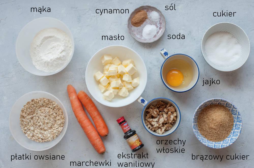 Składniki na ciastka marchewkowe.