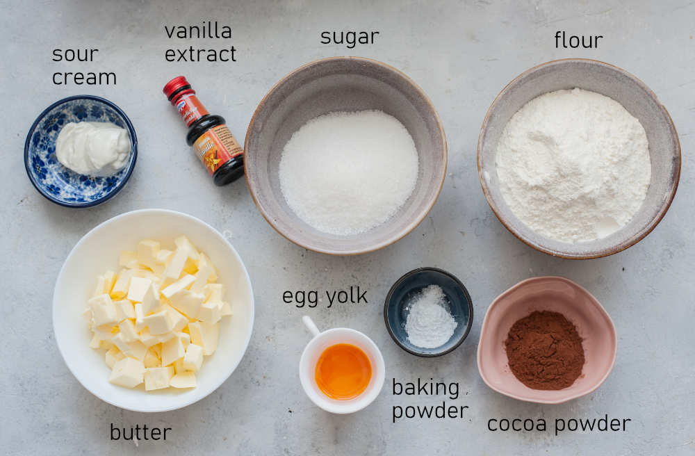 Labeled ingredients for cheesecake crust.